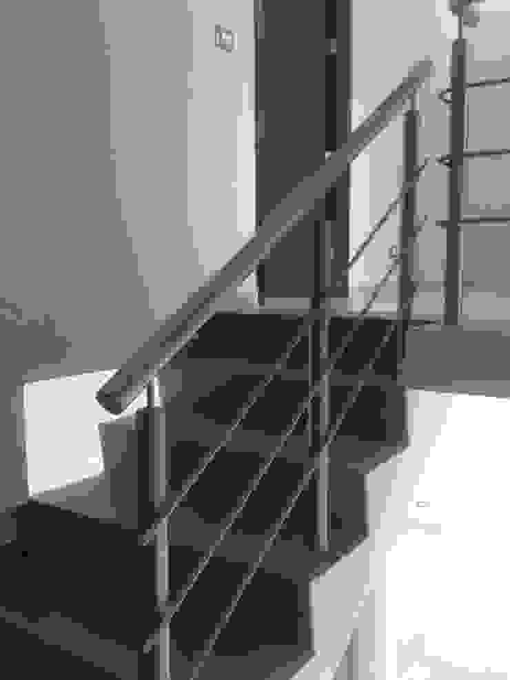 ESCALERAS Y BAÑOS Pasillos, vestíbulos y escaleras minimalistas de Diseño Aplicado Avanzado de Guadalajara Minimalista