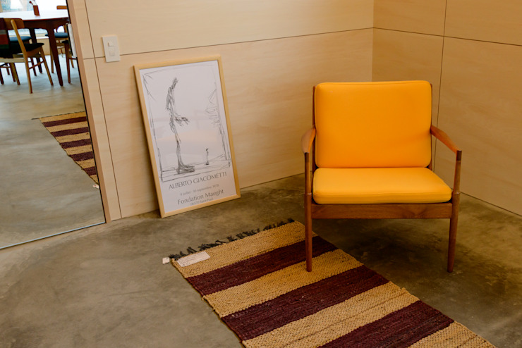 風景のある家.LLC Livings modernos: Ideas, imágenes y decoración Hormigón Amarillo