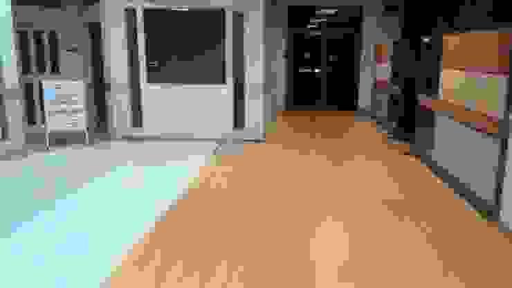 ปูพื้นลามิเนต ห้องประชุมและห้องทำงาน โดย Elohim Decoration and Chemical