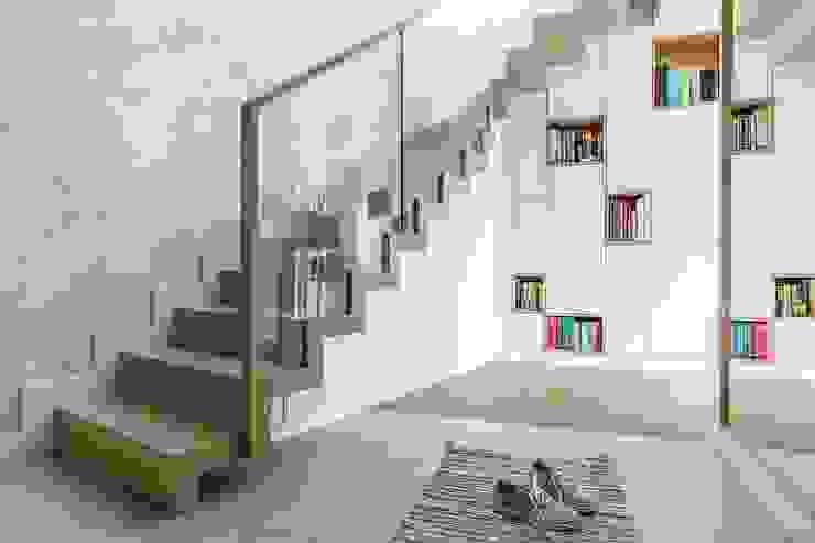 Коридор, прихожая и лестница в скандинавском стиле от Saje Architekci Joanna Morkowska-Saj Скандинавский