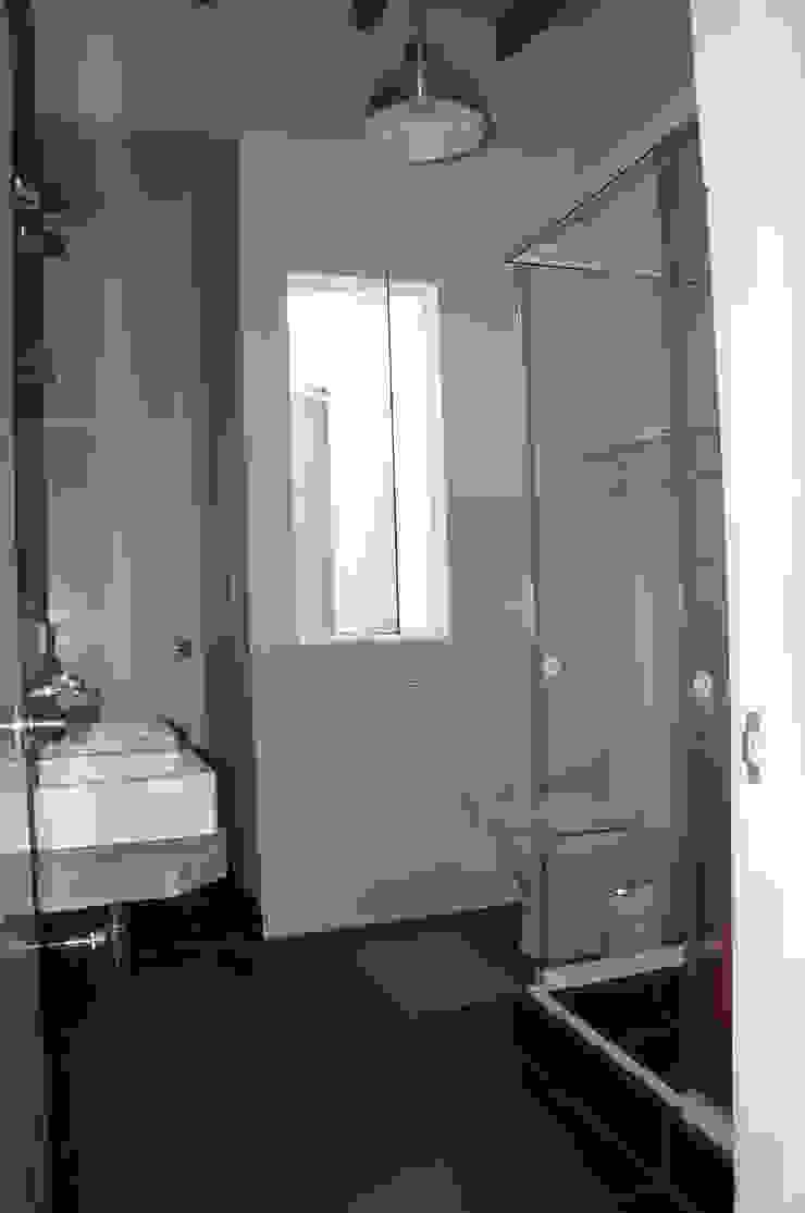 Una CASA DE CAMPO para soñar Baños de estilo rústico de malu goni Rústico