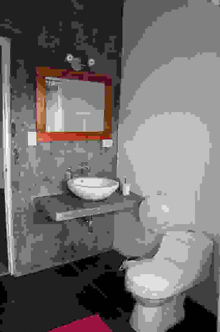Rustic style bathroom by malu goni Rustic