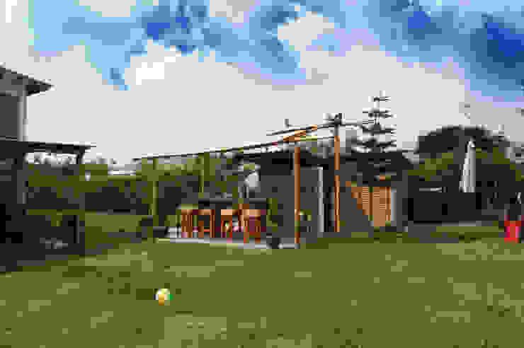 Rustic style garden by malu goni Rustic