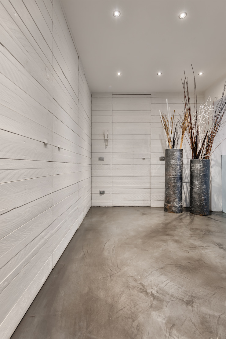 Loft Moon Pareti & Pavimenti in stile minimalista di Resin srl Minimalista