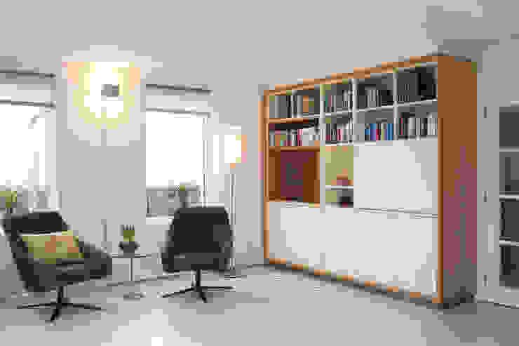 Restyling complete woning Moderne woonkamers van VAN SCHIE ARCHITECTEN Modern