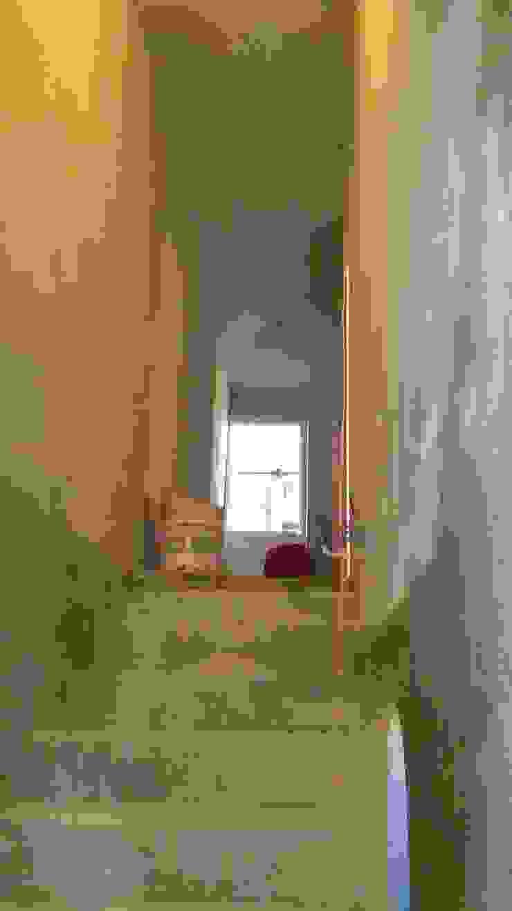 Corredores, halls e escadas modernos por ProyectaIngenieriaMX Moderno