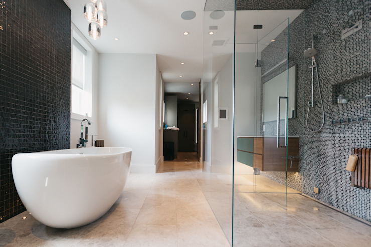 BEDFORD RESIDENCE:  Bathroom by FLUID LIVING STUDIO