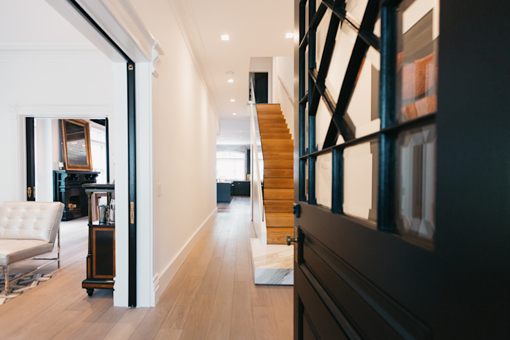 Modern Corridor, Hallway and Staircase by FLUID LIVING STUDIO Modern