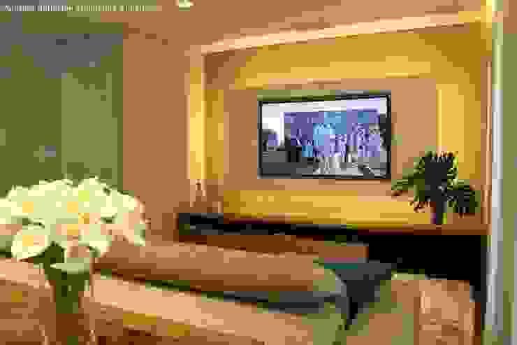 现代客厅設計點子、靈感 & 圖片 根據 Angelica Hoffmann Arquitetura e Interiores 現代風