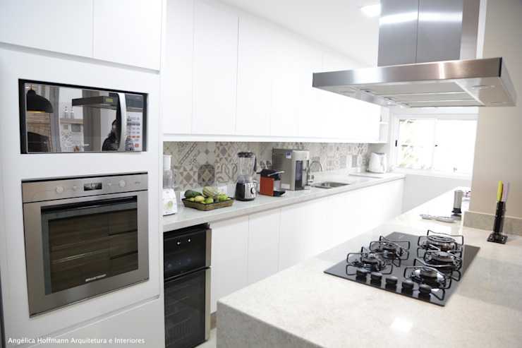 Modern kitchen by Angelica Hoffmann Arquitetura e Interiores Modern