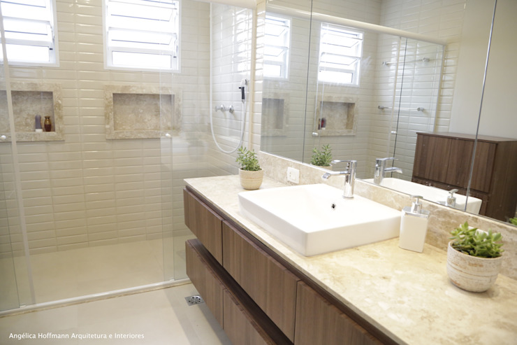 Modern style bathrooms by Angelica Hoffmann Arquitetura e Interiores Modern