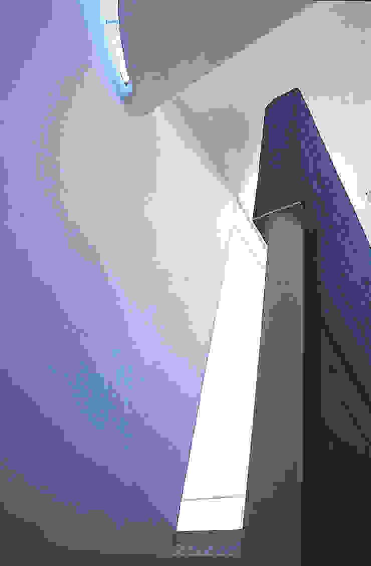 Casa Habitación Unifamiliar- Artes #44, Coyoacàn Pasillos, vestíbulos y escaleras modernos de PI Arquitectos Moderno