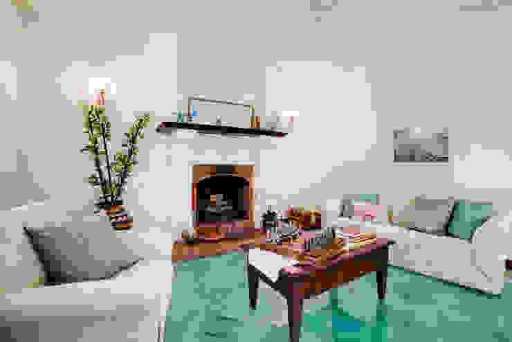 Ruang Keluarga Gaya Mediteran Oleh MakeUp your Home Mediteran