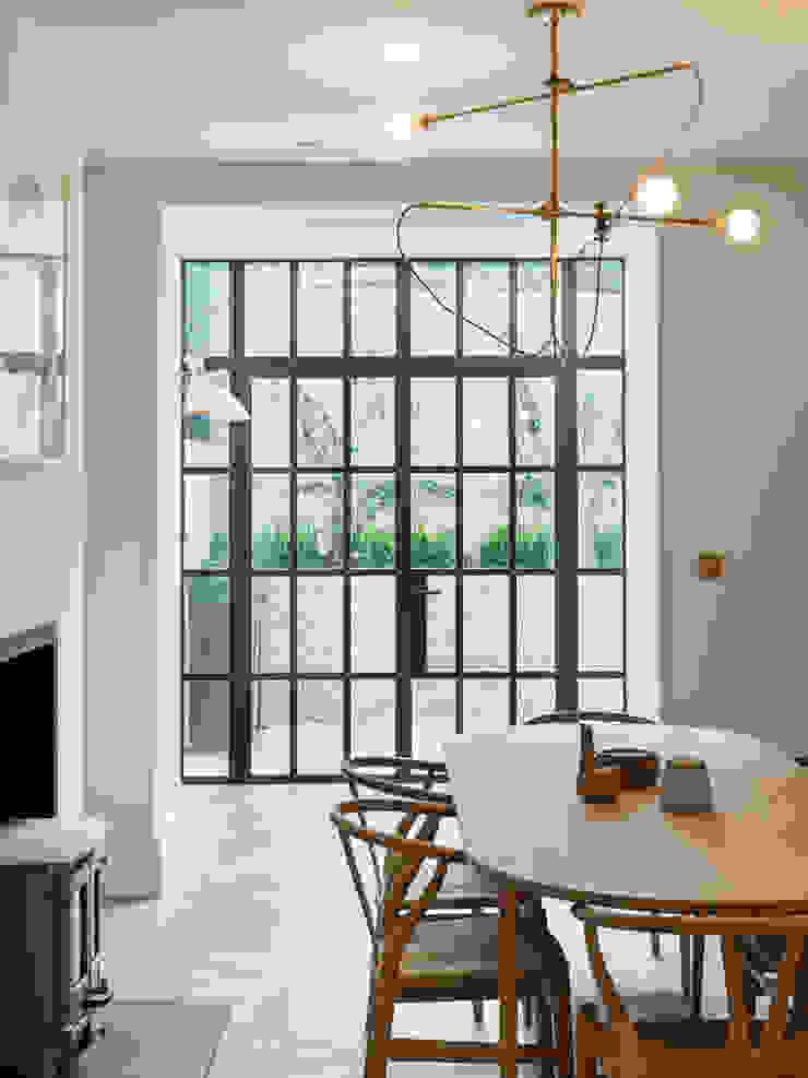 view into glazed extension Ruang Makan Gaya Eklektik Oleh Gundry & Ducker Architecture Eklektik