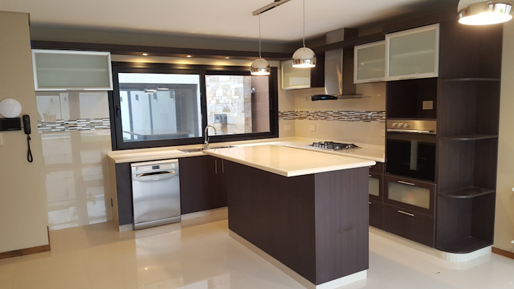 Kitchen by Arquitecto Oscar Alvarez, Modern