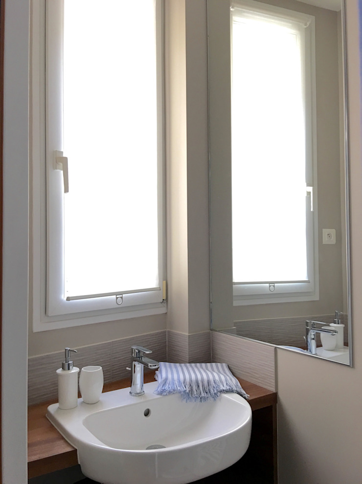 Eclectic style bathroom by Catherine Plumet Interiors Eclectic