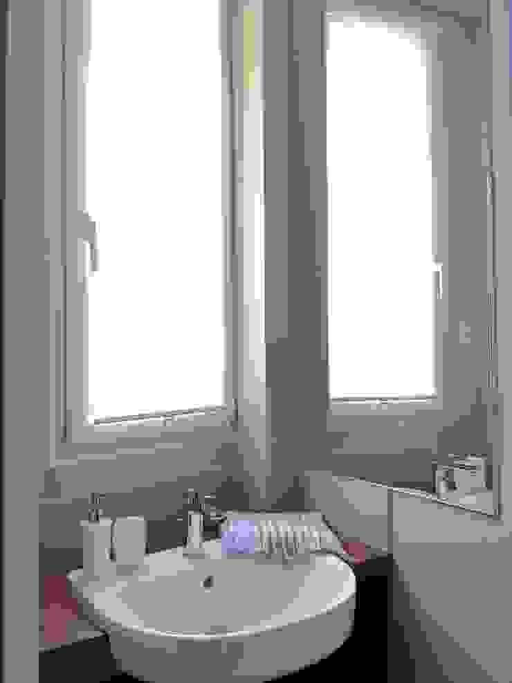 Baños de estilo ecléctico de Catherine Plumet Interiors Ecléctico