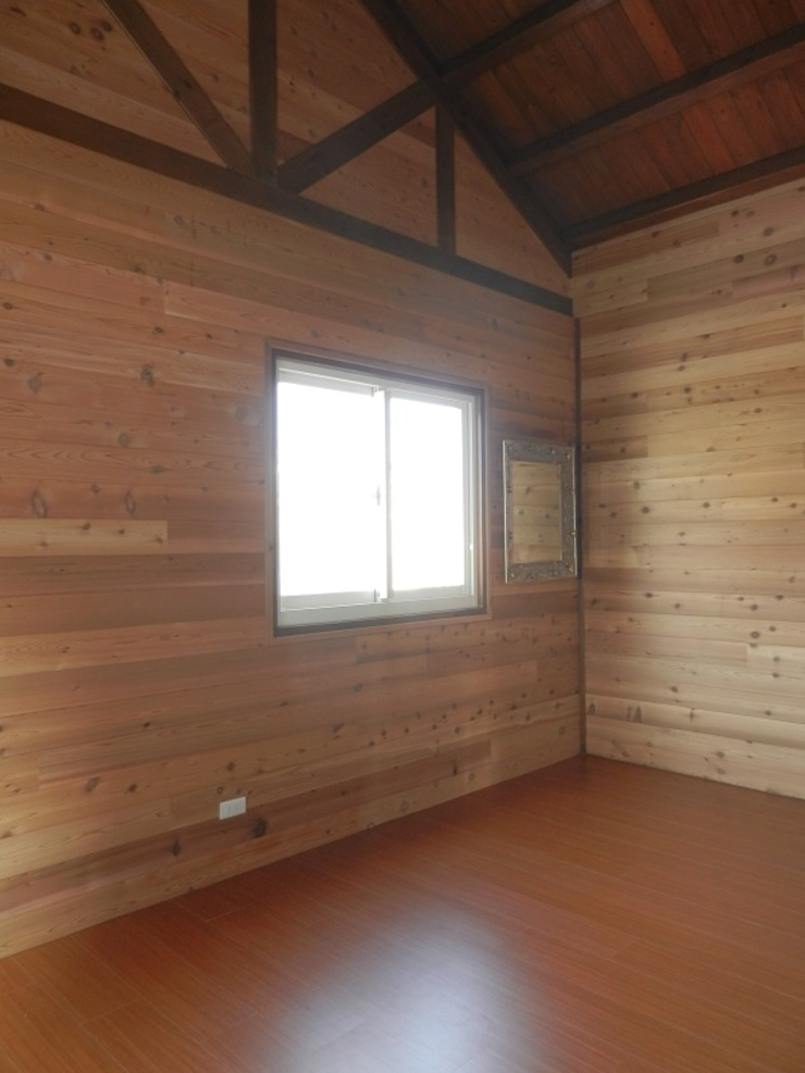 木屋 臥室 Rustic style bedroom by 山田小草木作場 Rustic Solid Wood Multicolored