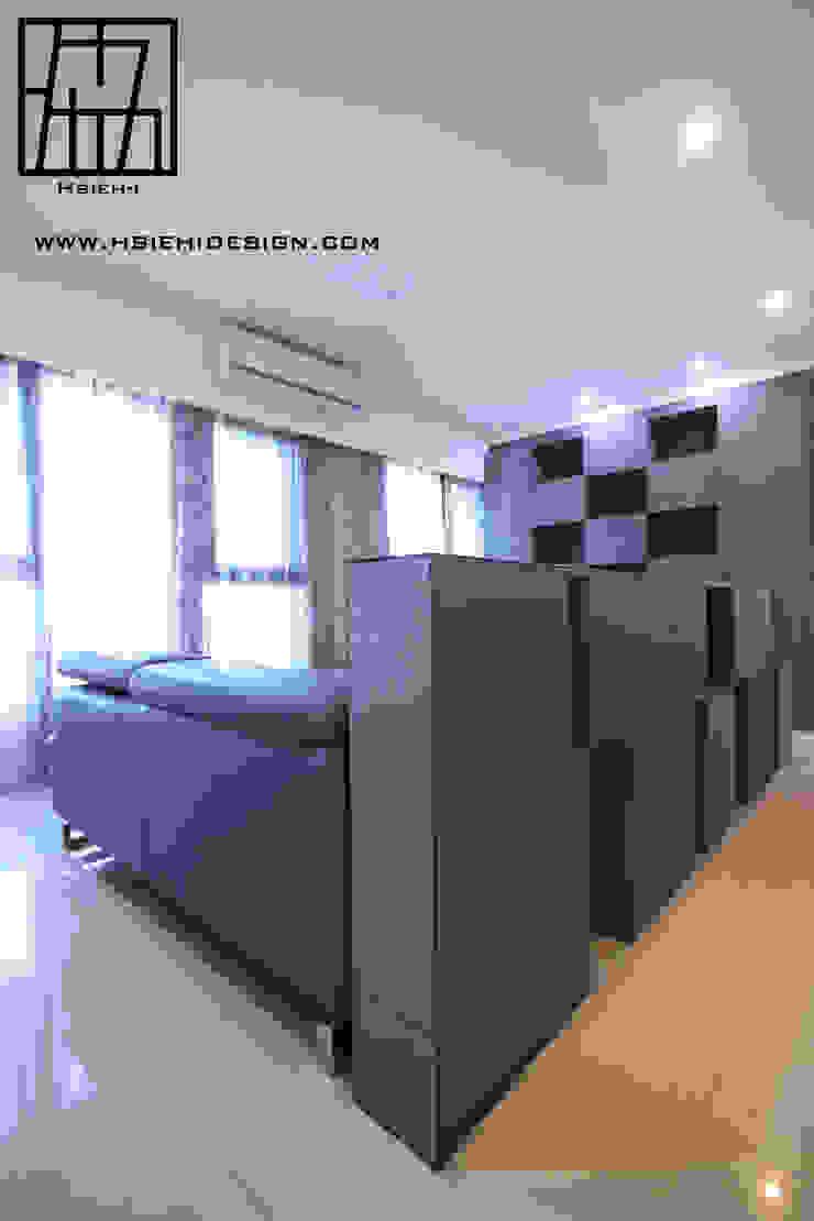 半高牆 现代客厅設計點子、靈感 & 圖片 根據 協億室內設計有限公司 現代風