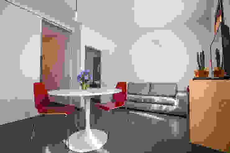 现代客厅設計點子、靈感 & 圖片 根據 BAABdesign 現代風 磁磚