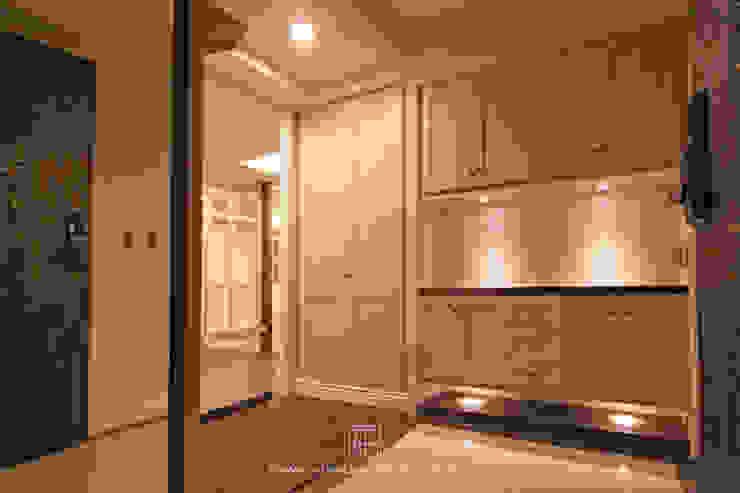 玄關 經典風格的走廊,走廊和樓梯 根據 協億室內設計有限公司 古典風