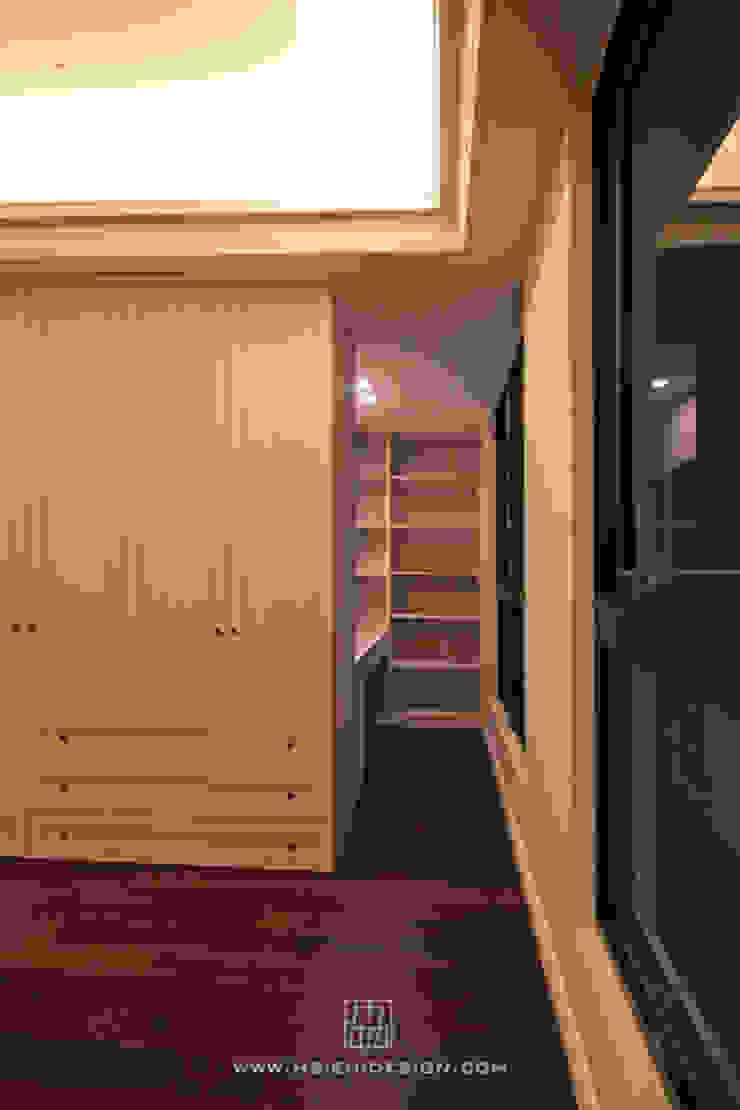 主臥室衣櫃與梳妝室 根據 協億室內設計有限公司 古典風