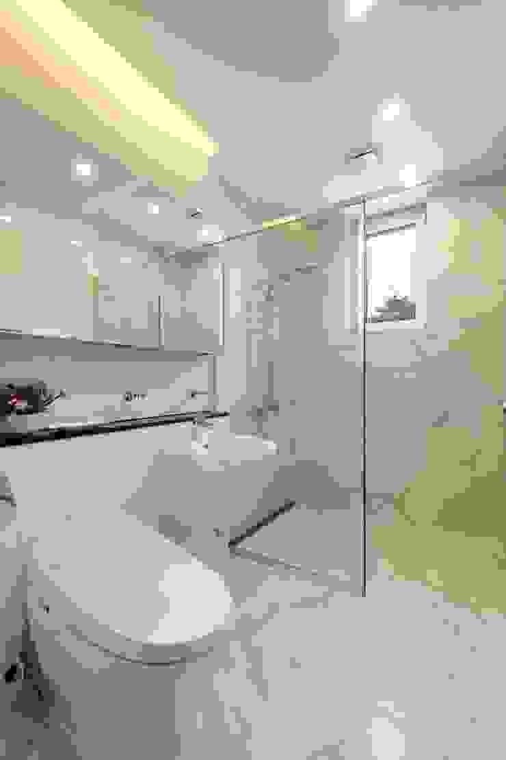 작은 욕실 모던스타일 욕실 by 위즈스케일디자인 모던