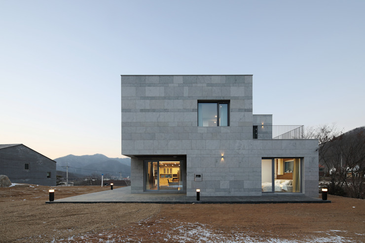 Modern houses by 위즈스케일디자인 Modern Sandstone
