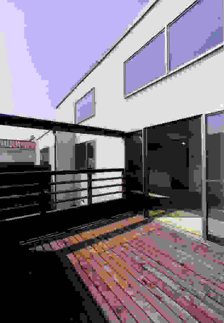 豊田空間デザイン室 一級建築士事務所 Balcones y terrazas de estilo moderno