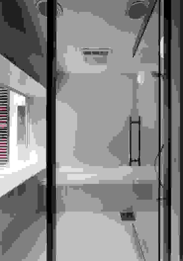 豊田空間デザイン室 一級建築士事務所 Baños de estilo moderno Blanco
