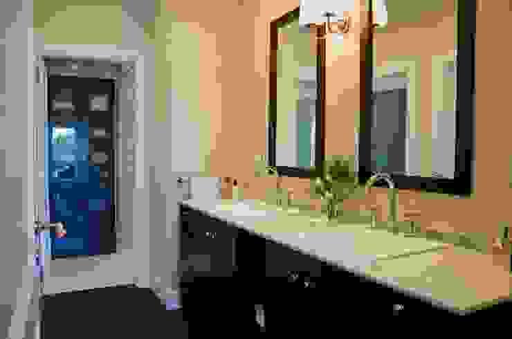 Bathroom by LLACAY arquitectos