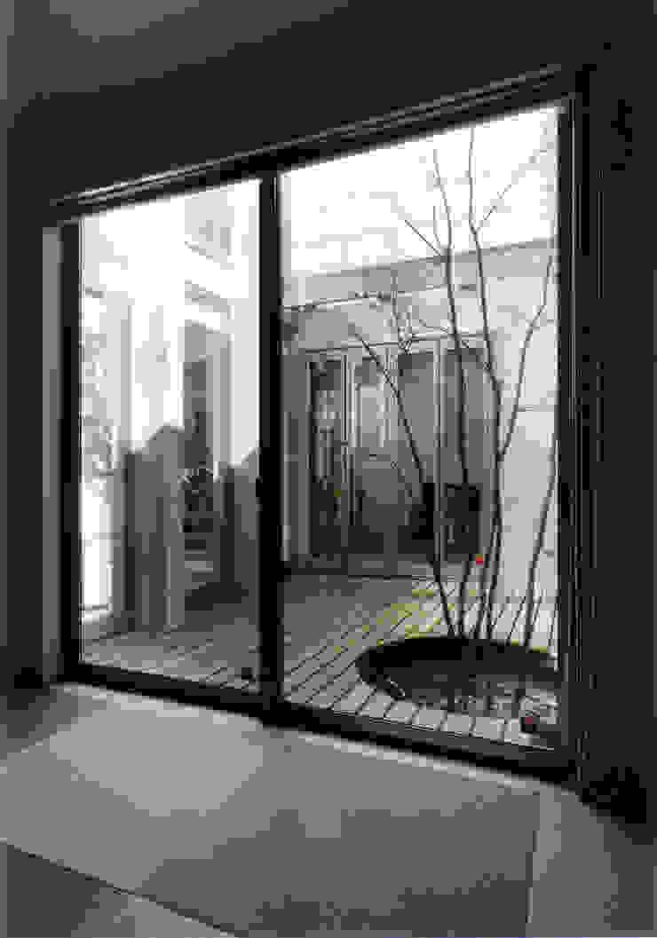 和室よりパティオを見る 北欧風 庭 の 豊田空間デザイン室 一級建築士事務所 北欧