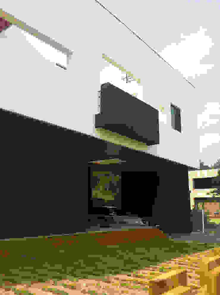 전면부 모던스타일 주택 by 디자인랩 소소 건축사사무소 모던