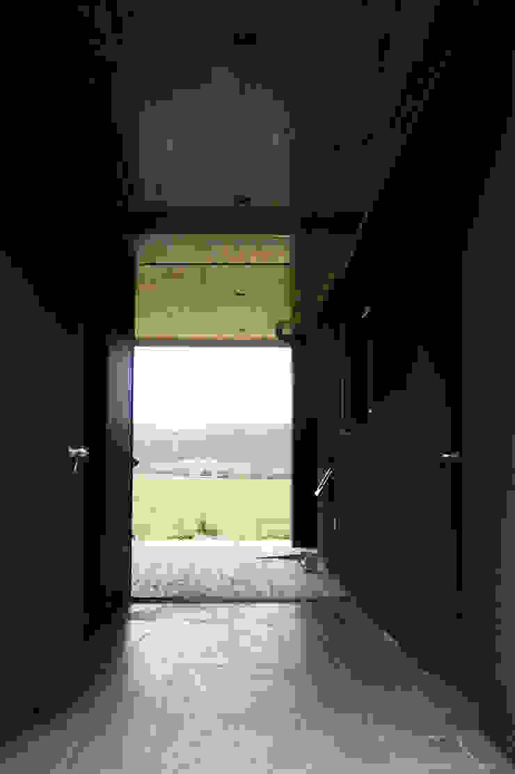 뒷마당에서 모던스타일 발코니, 베란다 & 테라스 by 디자인랩 소소 건축사사무소 모던