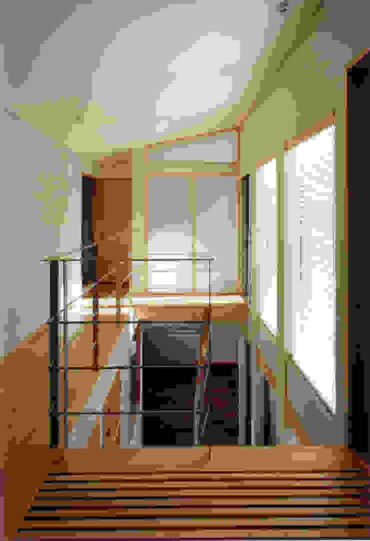 2F廊下・リビング上部を見る 北欧スタイルの 玄関&廊下&階段 の 豊田空間デザイン室 一級建築士事務所 北欧