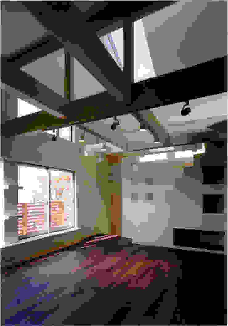Столовая комната в эклектичном стиле от 豊田空間デザイン室 一級建築士事務所 Эклектичный