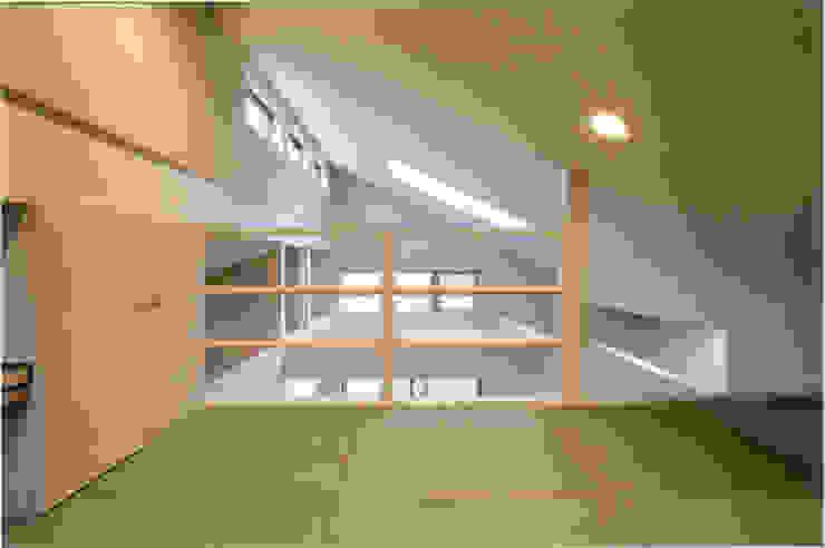 Cuartos infantiles de estilo ecléctico de 豊田空間デザイン室 一級建築士事務所 Ecléctico