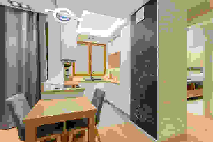 Nhà bếp phong cách hiện đại bởi Kameleon - Kreatywne Studio Projektowania Wnętrz Hiện đại