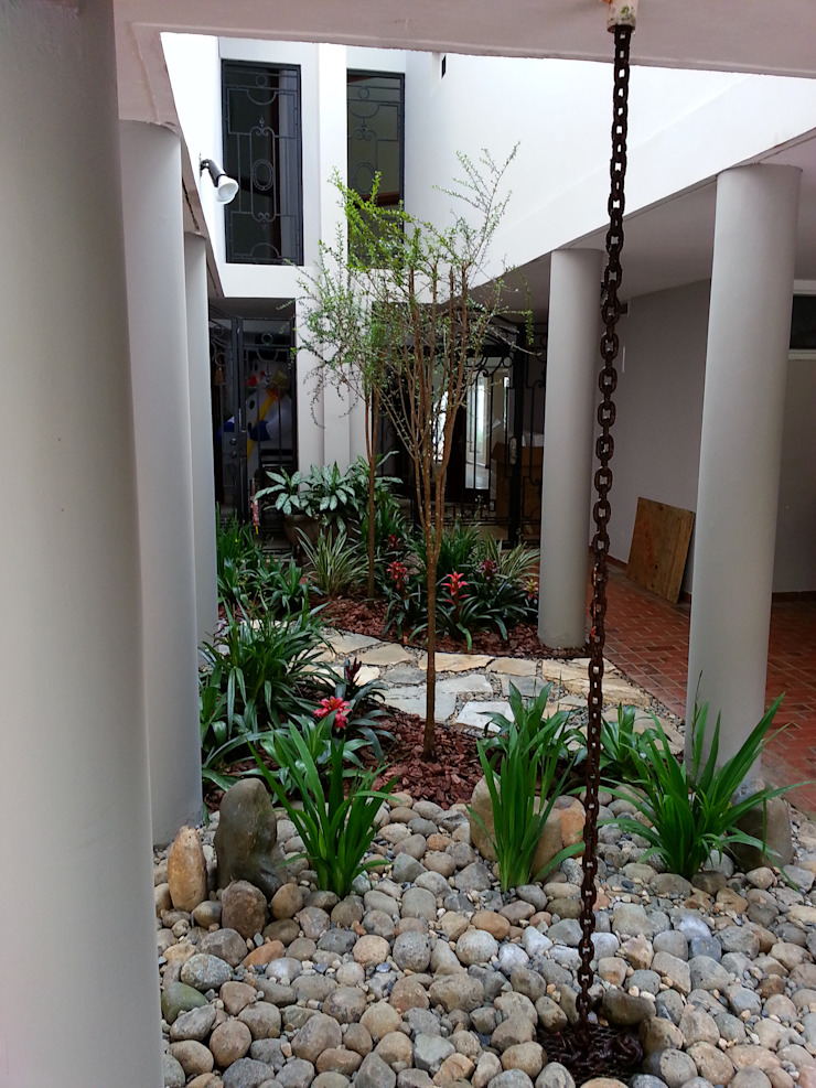 PRIVATE RESIDENCE—PANAMA CITY Modern Garden by TARTE LANDSCAPES Modern