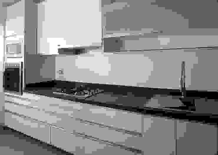 Cocinas de estilo minimalista de A3 Interiors Minimalista Aglomerado