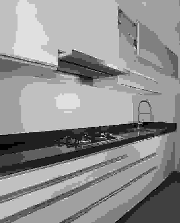 Cocinas de estilo minimalista de A3 Interiors Minimalista Granito