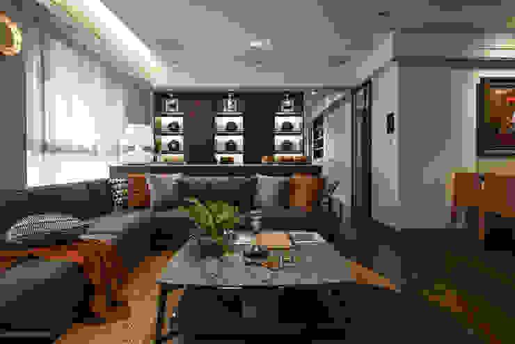 餘音繚繞 现代客厅設計點子、靈感 & 圖片 根據 沐朋設計 現代風 實木 Multicolored