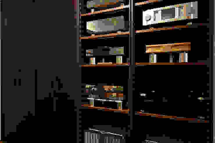 餘音繚繞 现代客厅設計點子、靈感 & 圖片 根據 沐朋設計 現代風