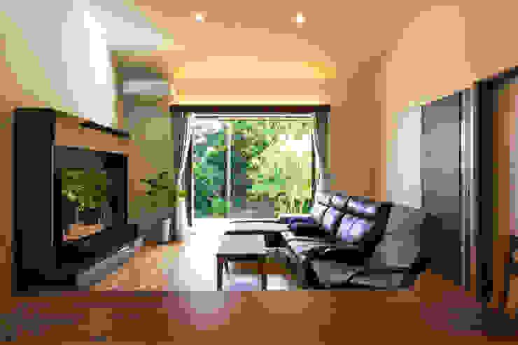 现代客厅設計點子、靈感 & 圖片 根據 ㈱姫松建築設計事務所 現代風 木頭 Wood effect