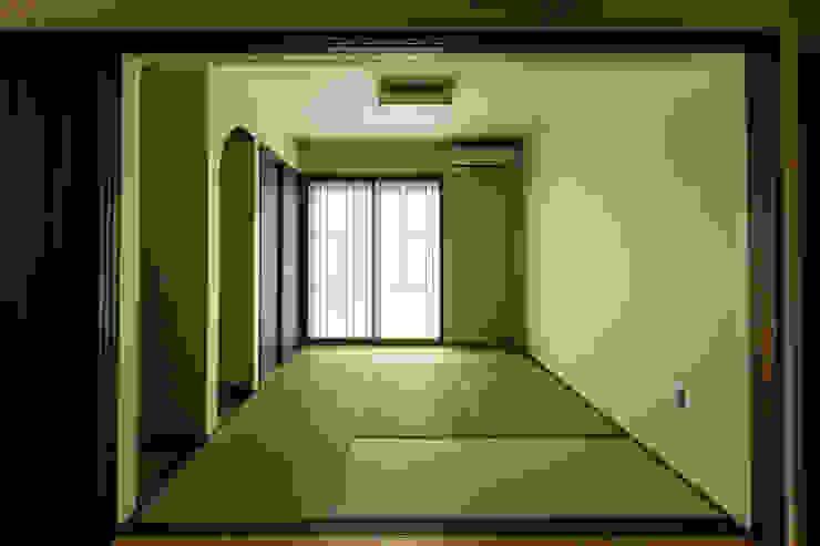 根據 ㈱姫松建築設計事務所 現代風 木頭 Wood effect
