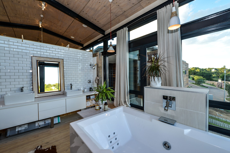 Studious Architects Industrial style bathroom