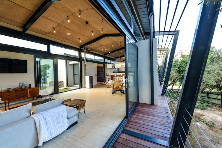 Studious Architects Industrial style balcony, veranda & terrace
