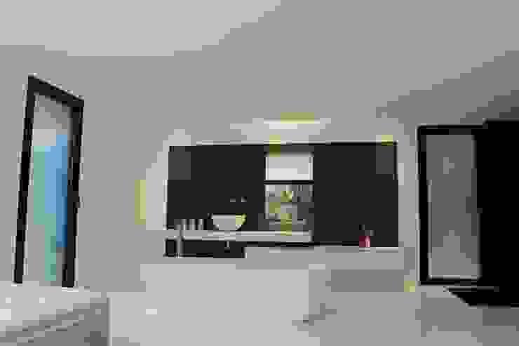 Minimalist bedroom by AM architecture Minimalist
