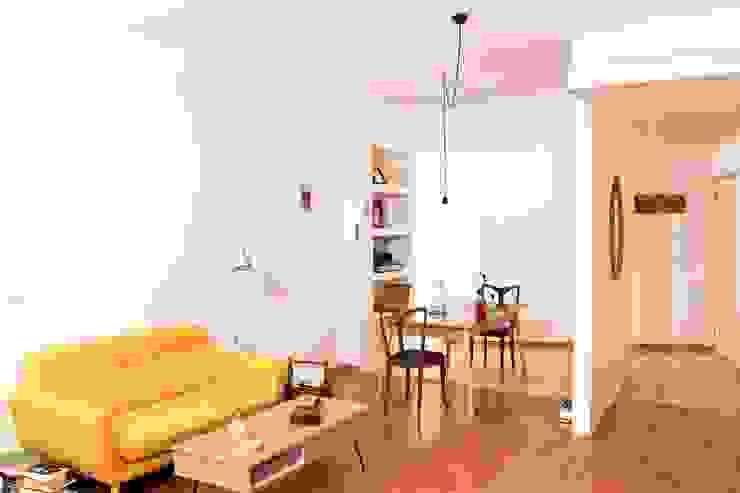 Salas de estar minimalistas por Archimeccanica Minimalista
