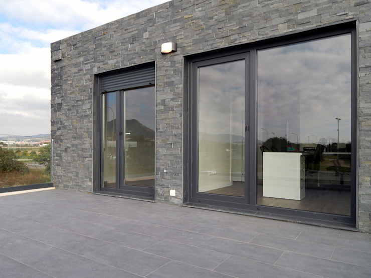 Modern balcony, veranda & terrace by Casas Cube Modern